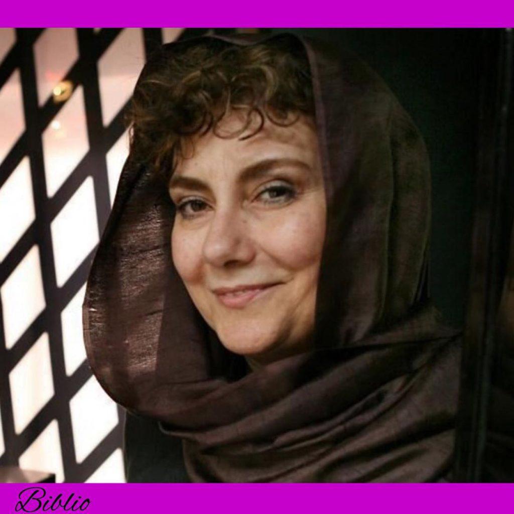 زویا پیرزاد، نویسندۀ ارمنی تبار اهل ایران،  در سال ۱۳۳۱ در آبادان به دنیا آمد و 1